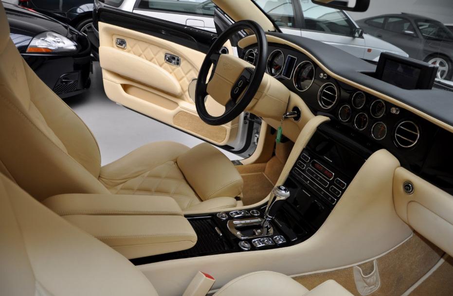 2022 Bentley Brooklands Interior